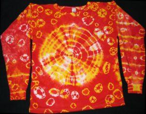 Ein rotes Shirt mit gelben Batik-Kreisen. (Quelle: Johann H. Addicks/addicks@gmx.net)