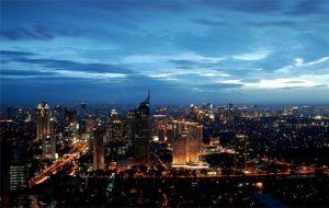 Jakarta bei Nacht - aus der Vogelperspektive. (Quelle: Wikimedia Commons/yohanes budiyanto)