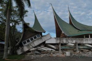 Häuser, die beim Erdbeben zusammengebrochen sind. (Quelle: Christian Jung)