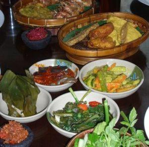 Indonesisches Essen. (Quelle: Martina Kiese)