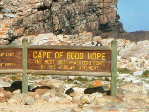 Schild mit der Aufschrift: Kap der guten Hoffnung - der südwestlichste Punkt des afrikanischen Kontinents. (Quelle: Andreas Wiese)