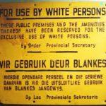 Schild mit der Aufschrift: Nur für den Gebrauch von weißen Personen. (Quelle: Wikimedia commons)