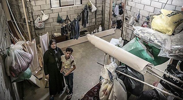 Eine syrische flüchtlingsfamilie lebt in einem Haus im Libanon, das nie fertiggebaut wurde. (Quelle: Jakob Studnar)