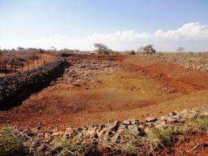 Asugetrockneter Teich, der das Regenwasser auffangen soll. (Quelle: Kindernothilfe-Partner)