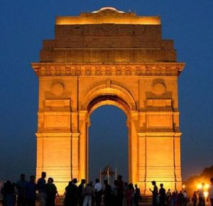 Gate of India in New Delhi. (Quelle: von Shashwat Nagpal from New Delhi, India (India Gate) [CC BY 2.0 (http://creativecommons.org/licenses/by/2.0)], via Wikimedia Commons)